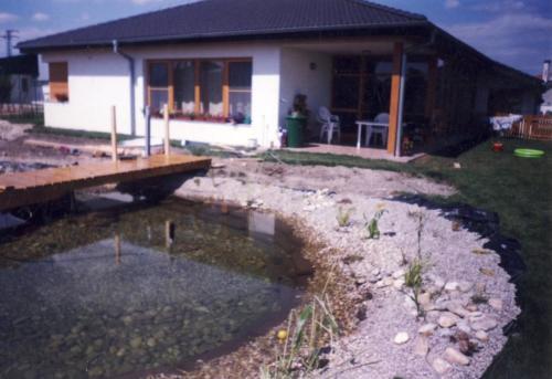 Výstavba bungalov s bazénom